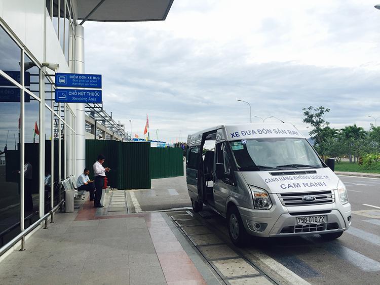 Image result for xe trung chuyển khách sạn sân bay
