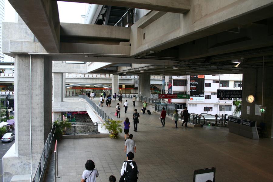 trạm tàu điện phaya thai mua vé tàu điện BTS ở thủ đô Bangkok