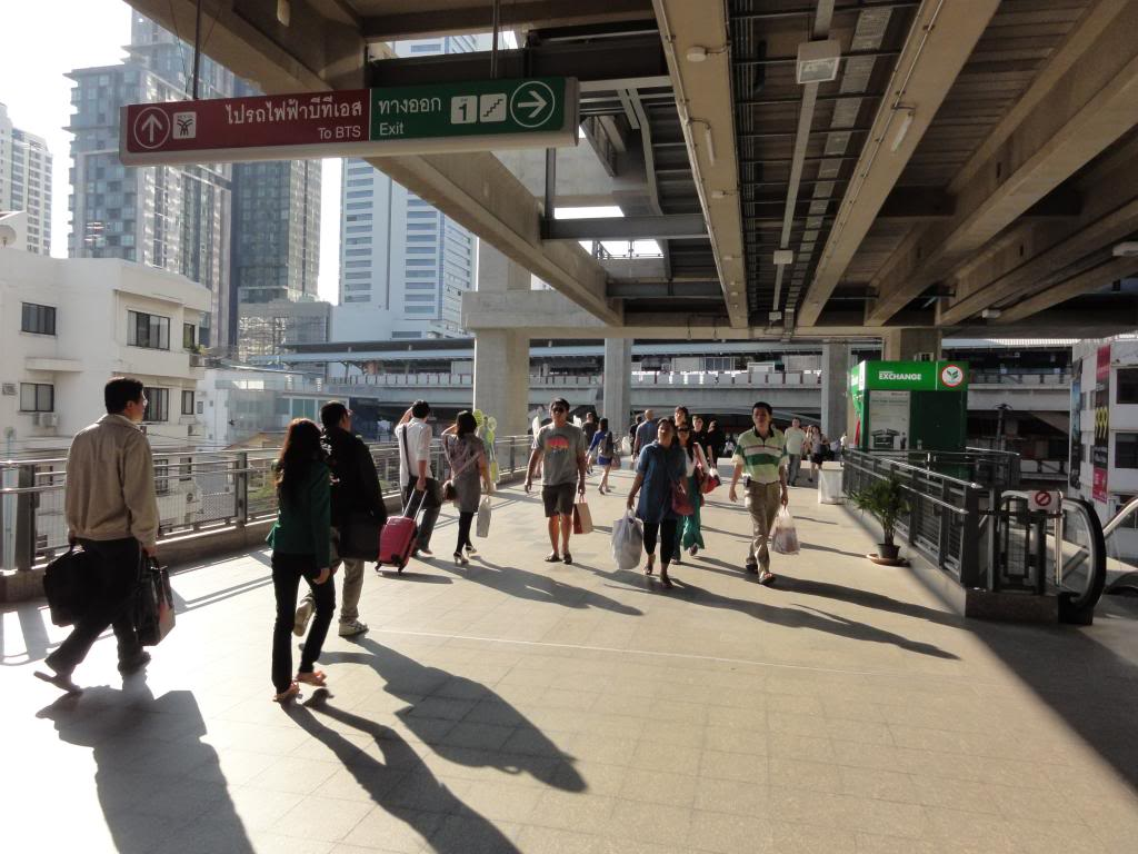 trạm tàu BTS Phaya thai mua vé tàu điện BTS ở thủ đô Bangkok