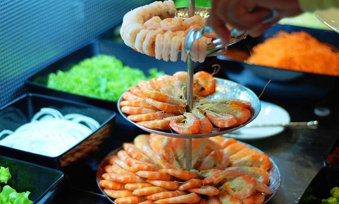 ăn trưa tự chọn nhà hàng bangkok sky baiyoke