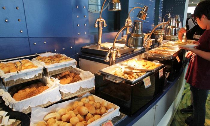 ăn trưa buffet nhà hàng baiyoke