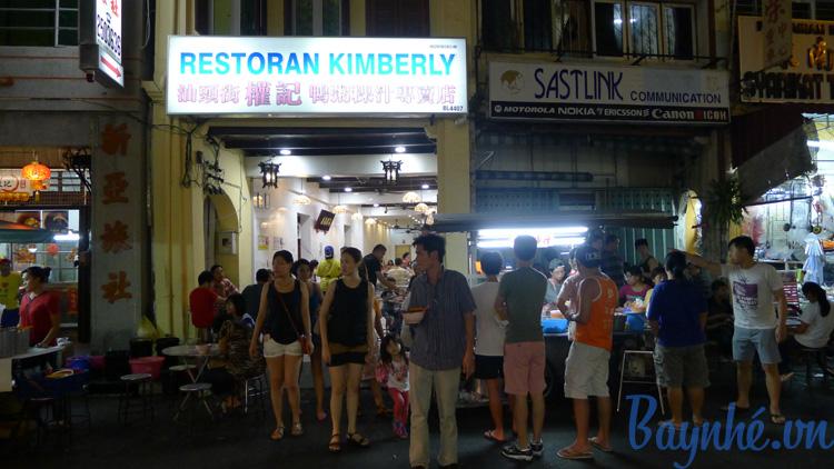 Trước cửa quán này là hàng thịt vịt rất ngon