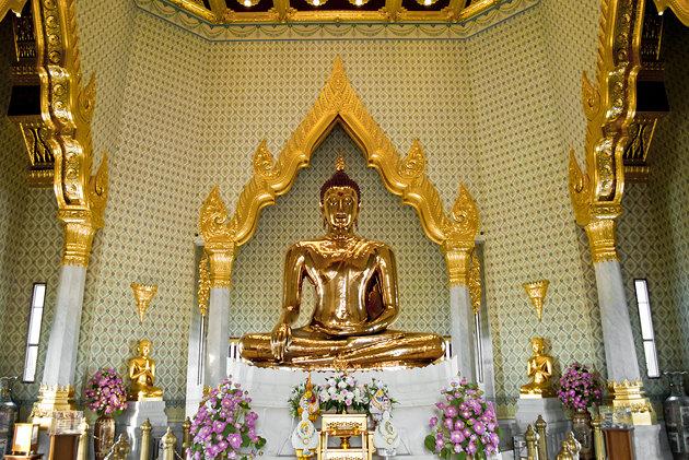 cách đi thăm chùa vàng Wat Traimit