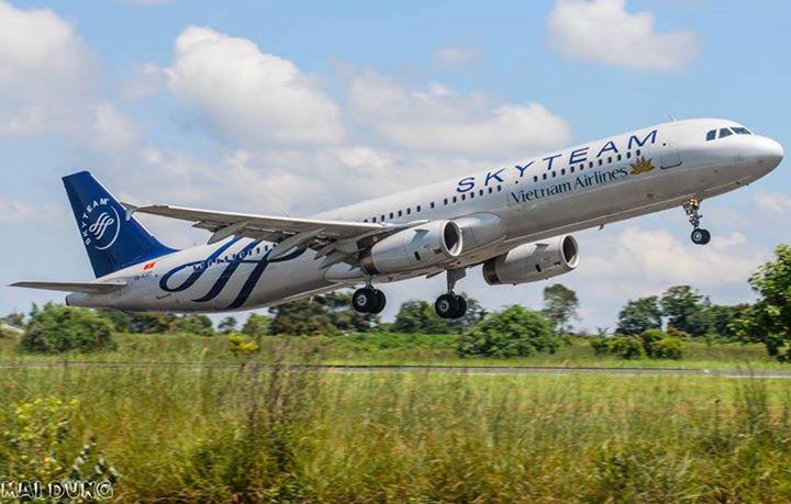 VNA A327 cat canh tai san bay BMV Bản tin hàng không tháng 9/2014