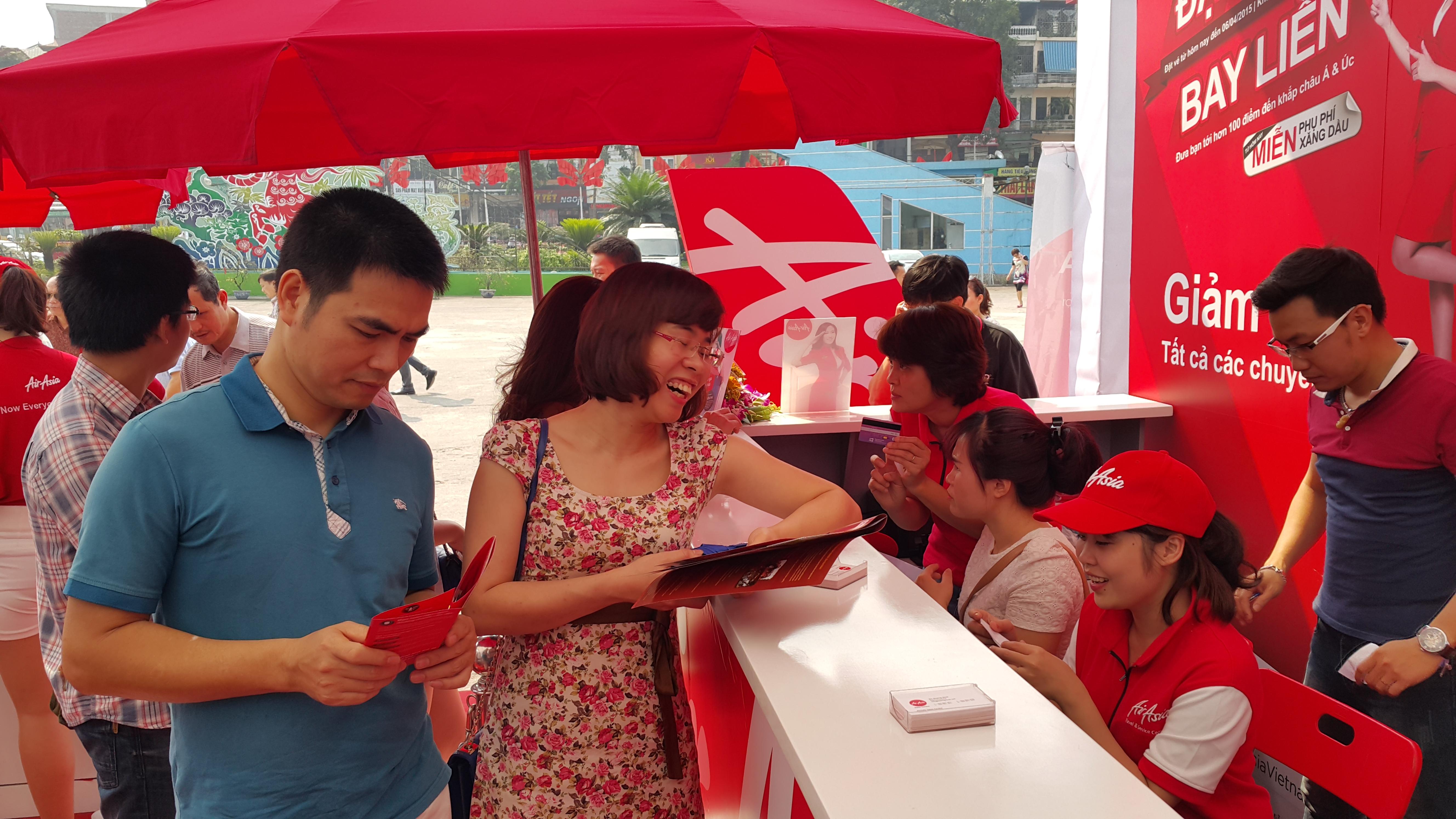 Săn vé giá rẻ AirAsia tại Hội chợ Du lịch quốc tế 2015