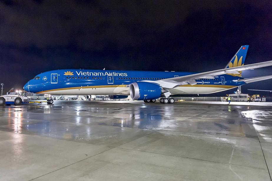 Sơn xong tàu bay Boeing Dreamliner của Vietnam Airlines